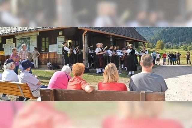 Blasmusik hallt wieder durch das Tal