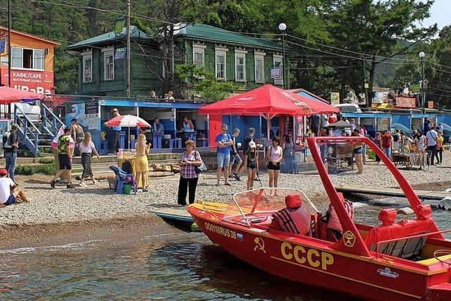 Touristen setzen dem Baikalsee zu
