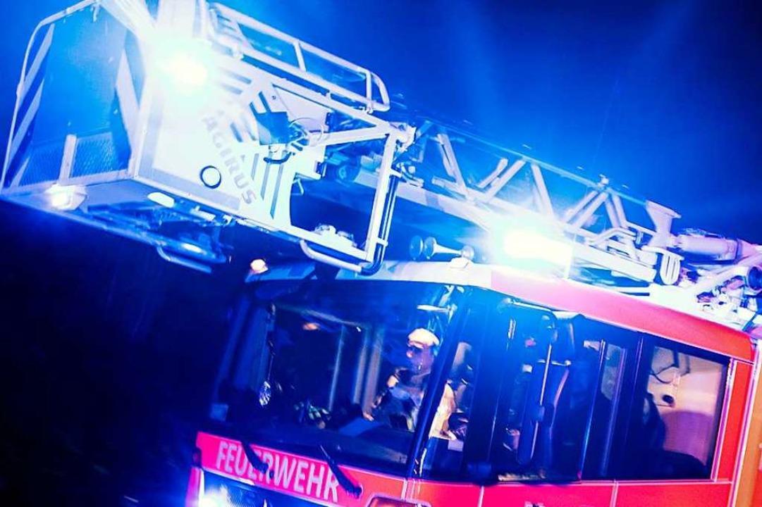 Die Feuerwehren aus Teningen und Nimbu...einen Küchenbrand löschen (Symbolfoto)  | Foto: Marcel Kusch (dpa)
