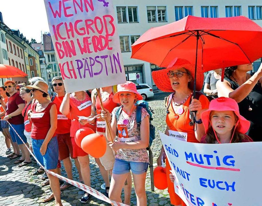 Protestplakate bei einer Demo im Juni  | Foto: Michael Bamberger