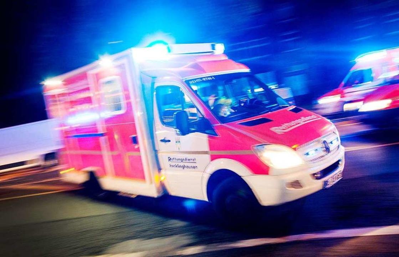 Der Notarzt habe dem 62-Jährigen am Di...helfen können, teilte die Polizei mit.  | Foto: Marcel Kusch