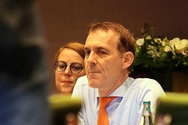 Oberbürgermeister Jörg Lutz wehrt sich gegen die Kritik von Gemeinderäten