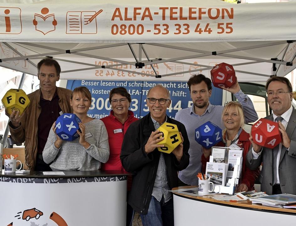 Sie  engagieren sich für Grundbildung ...Kulturbürgermeister Hans-Peter Kopp.      Foto: barbara puppe