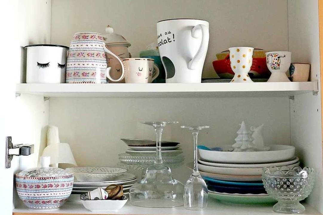 Ihre Food-Props haben einen eigenen Schrank in der Küche.  | Foto: Theresa Steudel