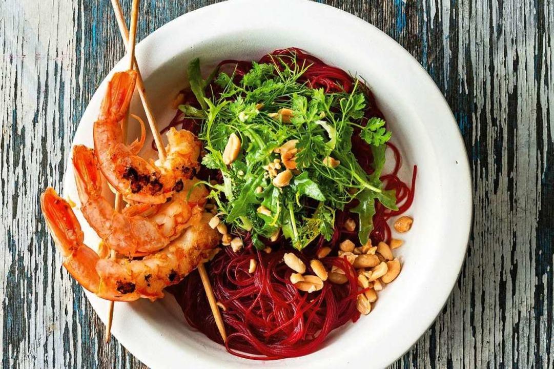 Ein Rote-Beete-Glasnudel-Salat von Ste... fotografiert – und mit Topping.  | Foto: Andrea Thode / Brandstätter Verlag