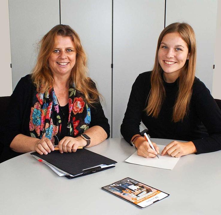 Angelina beim Interview mit unserer Ausbildungsleiterin Frau Bertelsmann.  | Foto: Sabrina
