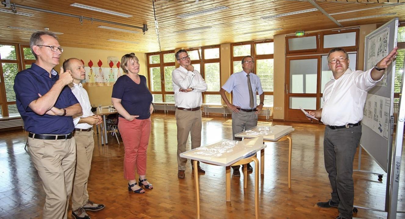 Christoph Dürdoth, Vorstand des St. Jo...t der Werkgruppe Freiburg,  erläutern.  | Foto: Pressefoto St. Josefshaus