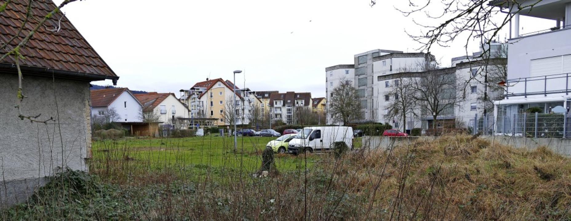 Zwischen Falkenstein-Hochhäusern, dem ...4 günstigen Mietwohnungen entstehen.    | Foto: Hans-Peter Müller