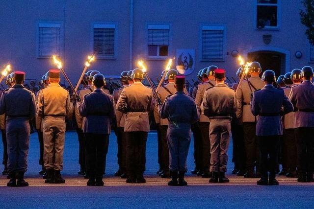 War das Kasernentor beim Großen Zapfenstreich zu früh zu?