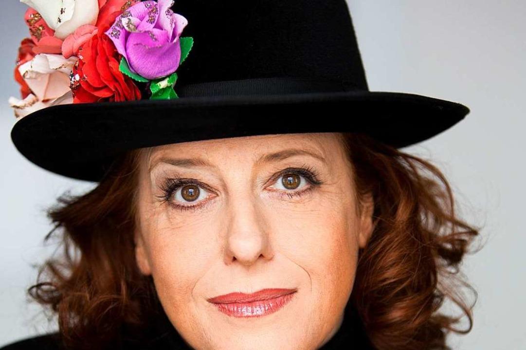 Kabarettistin Luise Kinseher ist am Samstag im Freiburger Vorderhaus zu Gast.    Foto: Martina Bogdahn