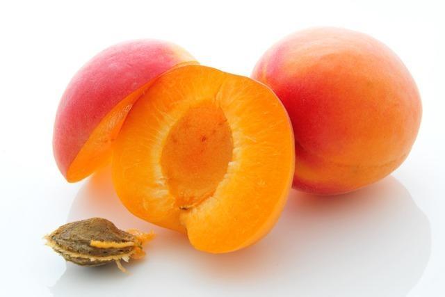 Lebensmittelwarnung: Zu viel Blausäure in Aprikosenkernen