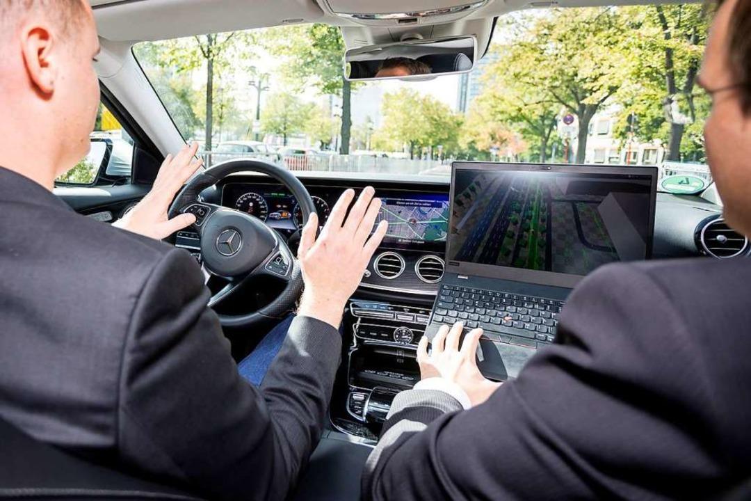 Automatisiertes Fahren ist eine wichti...t mit einem autonomen Bus stattfinden.  | Foto: Christoph Soeder (dpa)