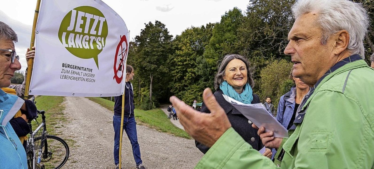 BI-Vertreter nutzten den Termin, um Re...auf ihr Anliegen aufmerksam zu machen.  | Foto: Sandra Decoux-Kone