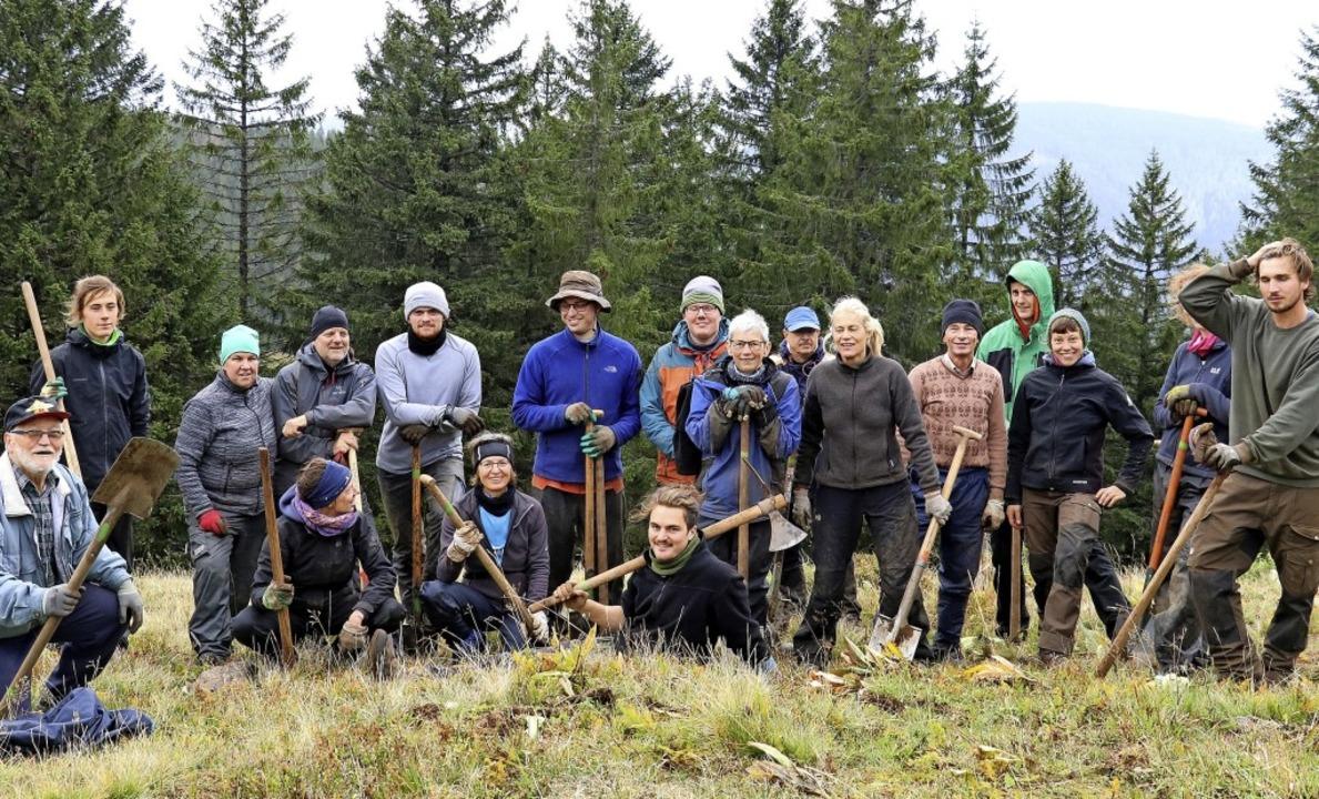 Am liebsten draußen und am Arbeiten: d...hmer des Bergwaldprojektes am Feldberg  | Foto: Otto Schnekenburger