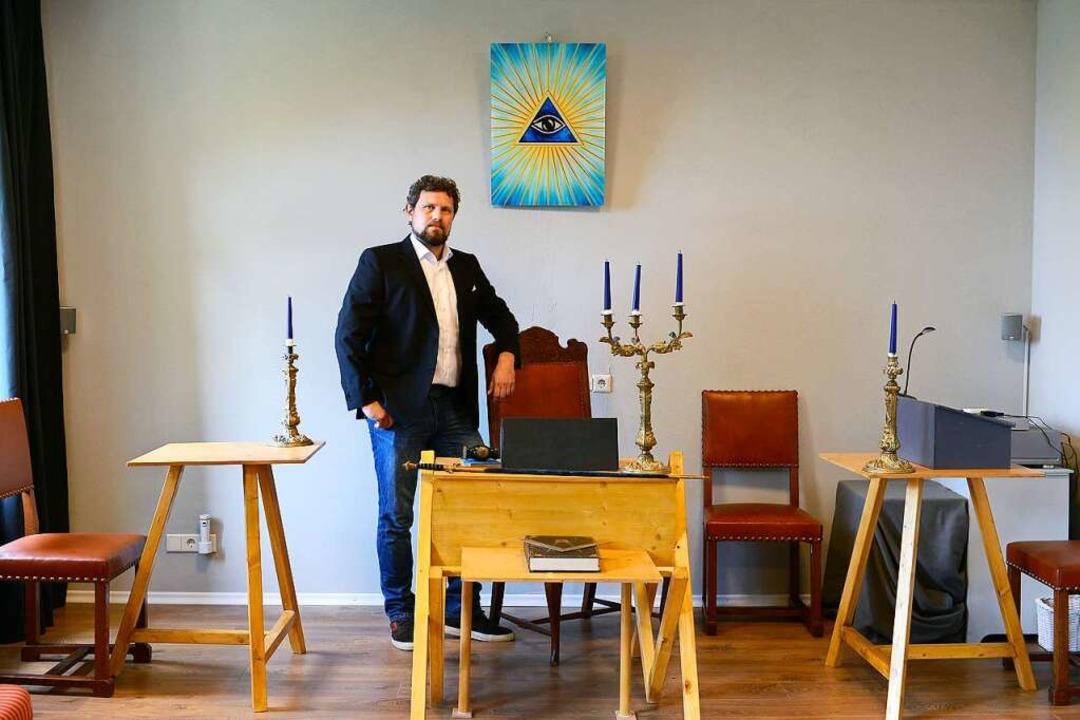 Freimaurer Thorsten Greszer ist der &#...le zwei Wochen das Ritual stattfindet.  | Foto: Ingo Schneider