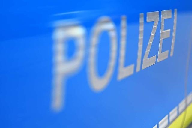 Auto vor Rheinfelder Hotel beschädigt