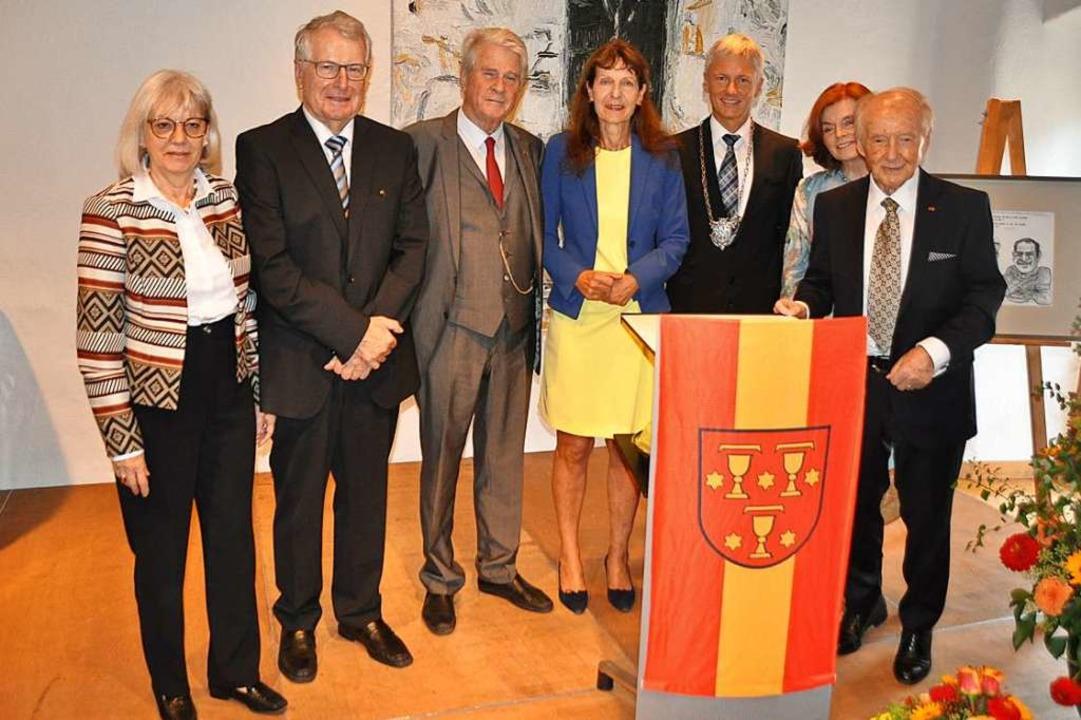 Staufener Prominenz (von rechts): Ehre...bürger Herbert Rinderle und seine Frau  | Foto: Rainer Ruther