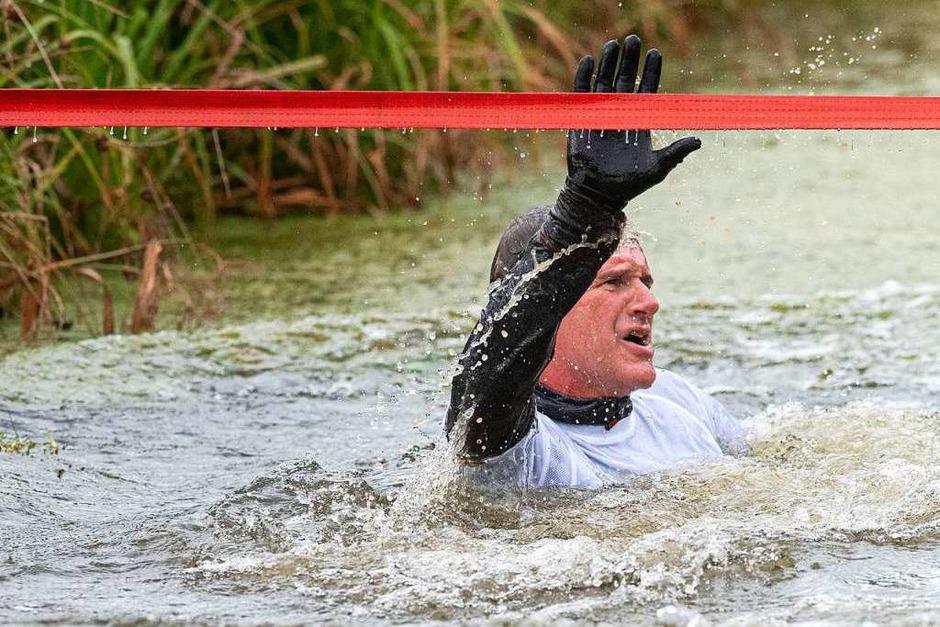 Das Rothaus Team am Teich: Hausherr Christian Rasch ging mit Startnummer 1 voran. (Foto: Wolfgang Scheu)