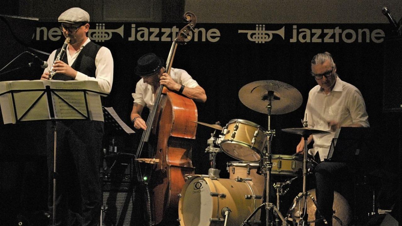 Der Klarinettist Stefan Koschitzki und... im Jazztone Stücke von Benny Goodman.  | Foto: Thomas Loisl Mink