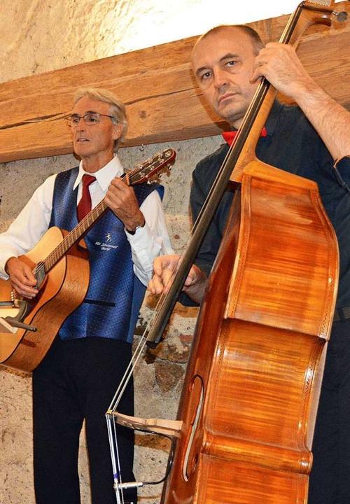 Erstmals hatte der MGV  eine eigene Co...erhard Steinhart die Gitarre spielten.  | Foto: Gerhard Lück