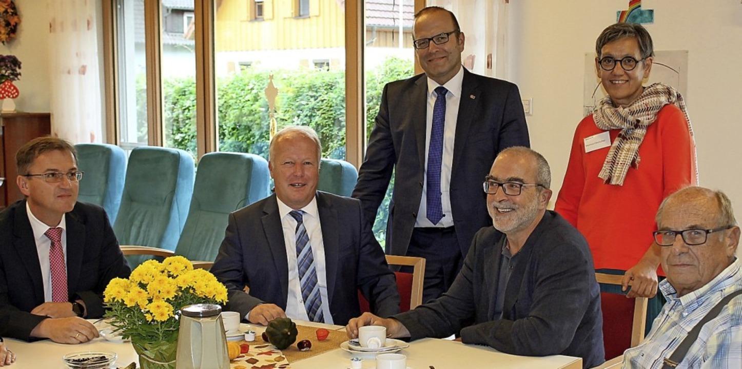 Zum freudigen Anlass kamen auch Bürger...e Vorstandsvorsitzende Werner Biegert   | Foto: Hans Spengler
