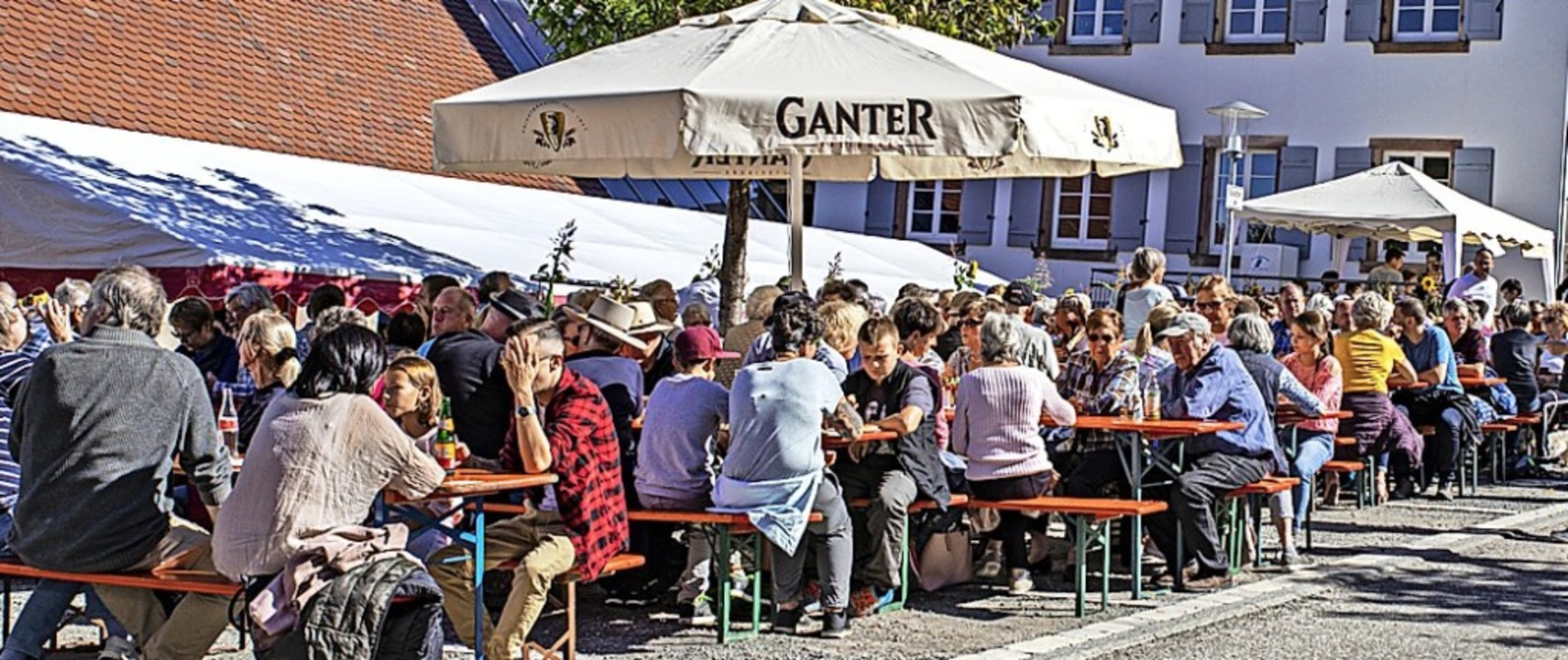 Gute Unterhaltung, leckere Speisen und...perfektes Wetter:  Was will man mehr?   | Foto: Hubert Gemmert