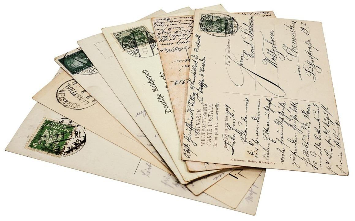 Die Postkarte diente anfangs der knapp...ion, später vor allem Grußbotschaften.  | Foto: goldpix - stock.adobe.com