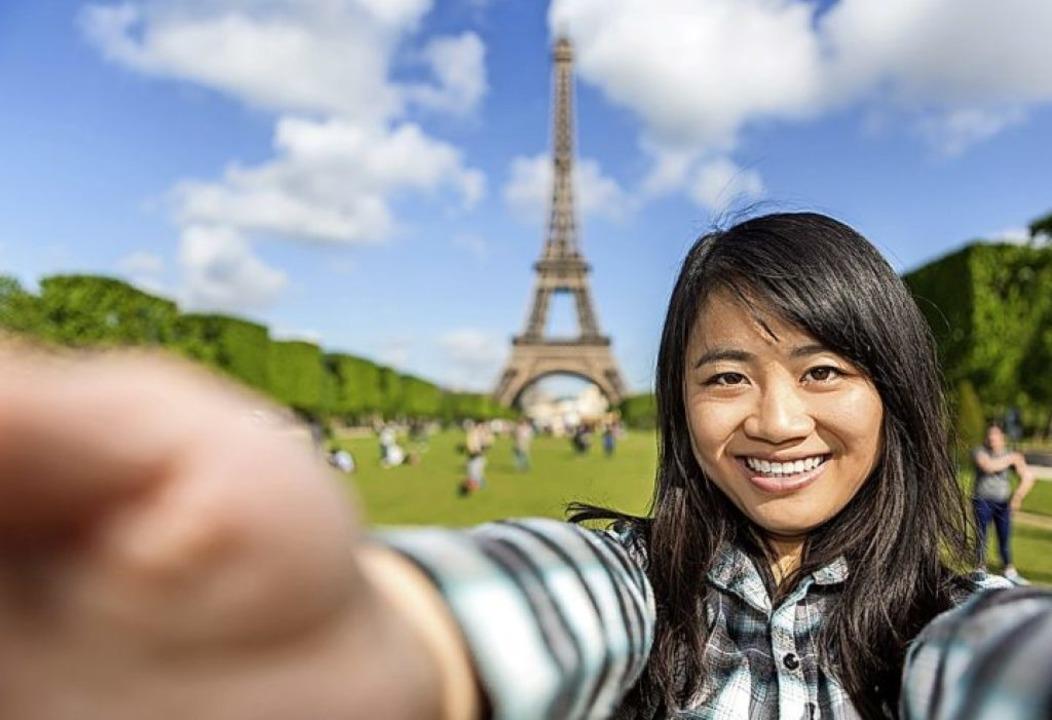 Die digitale Postkarte von heute: Selfie vor Sehenswürdigkeiten  | Foto: Production Perig  (stock.adobe.com)