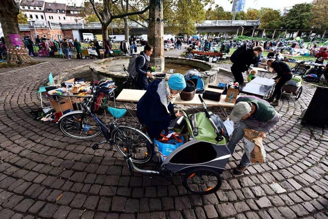 In diesem Jahr kamen die meisten Verkäufer mit Fahrradanhängern und Bollerwagen.  | Foto: Thomas Kunz