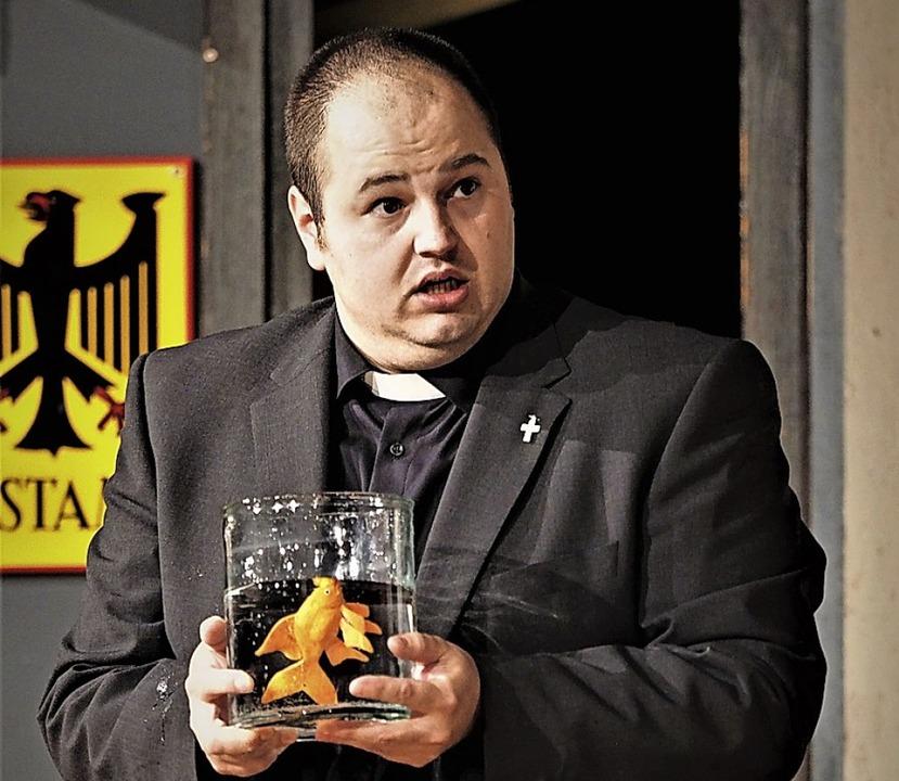 Teuflisch: Stefan Löffler als Pfarrer  | Foto: Susanne Gilg