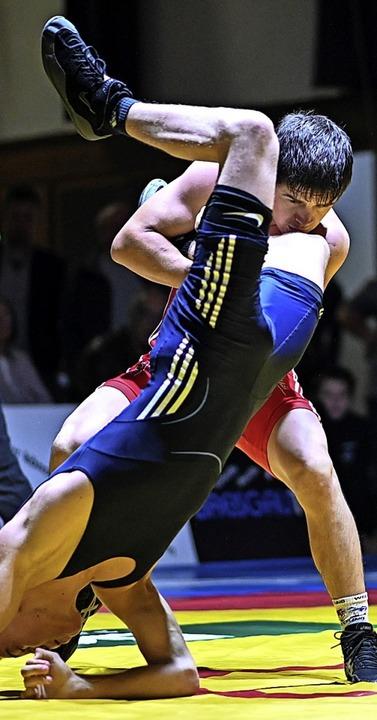 Kann RKG-Ringer Mihail Lapp auch gegen...en seinen Gegner auf den Kopf stellen?  | Foto: Patrick Seeger