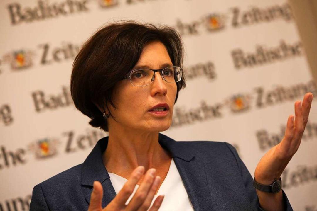 OB-Kandidatin Christine Buchheit im Gespräch mit der Badischen Zeitung    Foto: Christoph Breithaupt