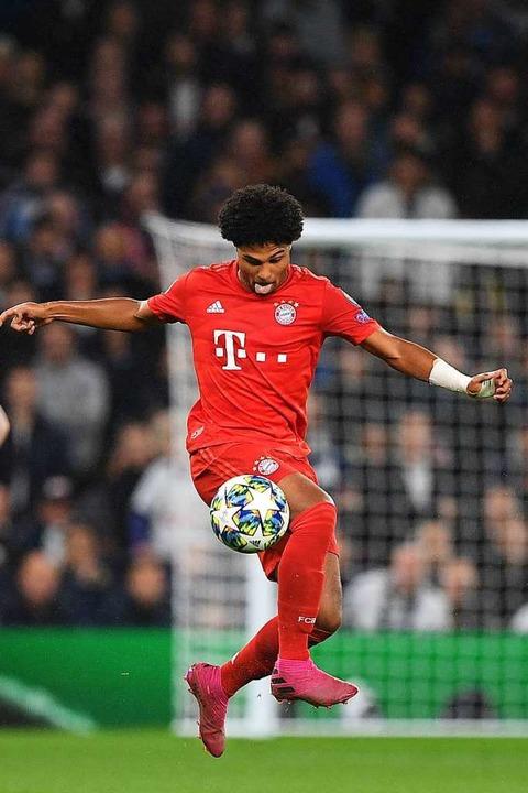 Erzielte vier  Treffer für den FC Bayern: der sehr konzentrierte Serge Gnabry  | Foto: DANIEL LEAL-OLIVAS (AFP)