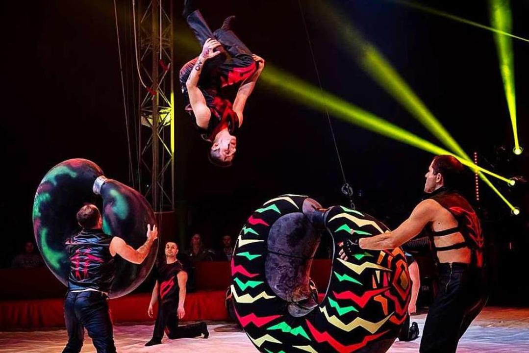 Tempo, Saltos und modernes Entertainment: die Gruppe Cheban  | Foto: Frédéric Ponroy (objectif-emotion.com)