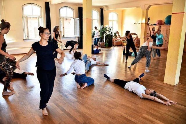 Das Tamalpa Institute tanzt einmal im Monat im Freiburger Vorderhaus