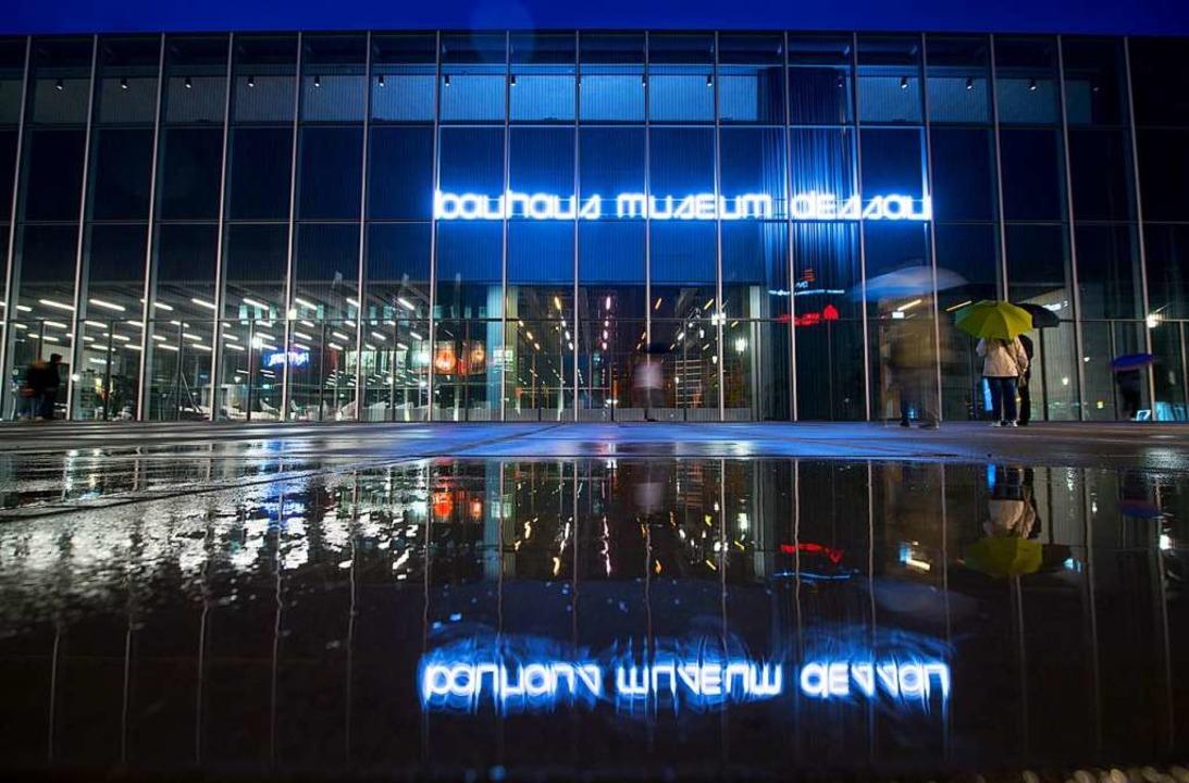 Am 8. September hat das Bauhaus-Museum...n  rund 49000 Museumsstücke zuständig.  | Foto: Hendrik Schmidt (dpa)