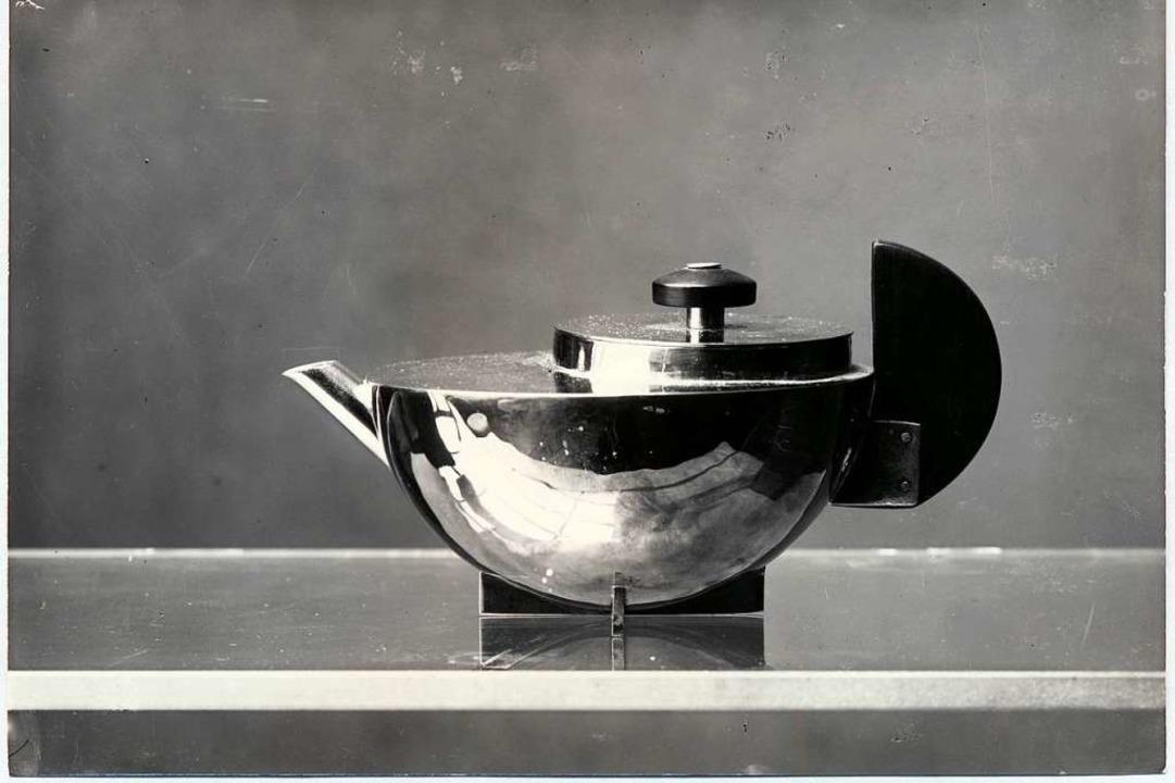 Tee-Extraktkännchen MT 49 von Marianne...aus-Fotografin Lucia Moholy in Dessau.  | Foto: Zentralbild