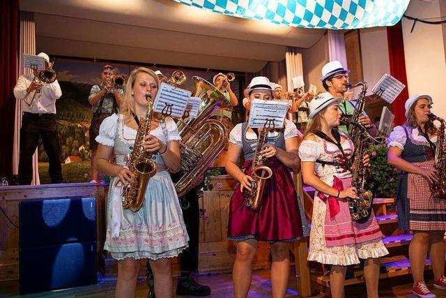 Bier und Tanz beim Oktoberfest in Lenzkirch