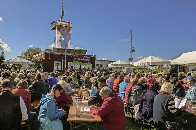 Hunderte Besucher feiern beim 20. Kaiserbergfest