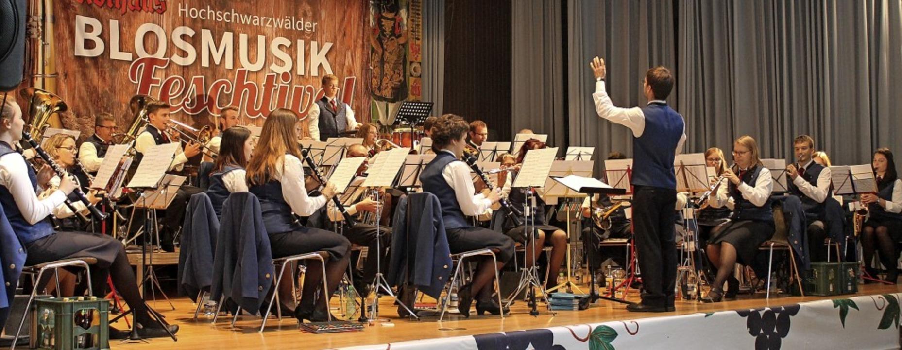 Am Donnerstagvormittag unterhielt der Musikverein Eisenbach die Zuhörer.   | Foto: Cornelia Liebwein