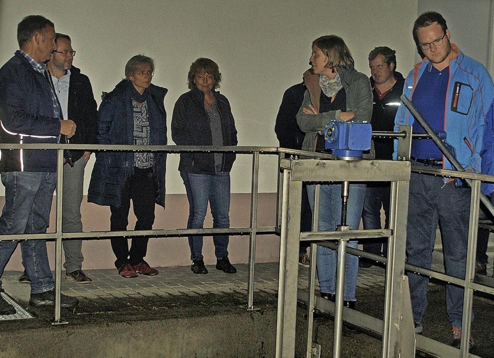 Vor seiner jüngsten Sitzung besichtigt...nderat die Kläranlage in Niedermühle.     Foto: Karin Stöckl-Steinebrunner