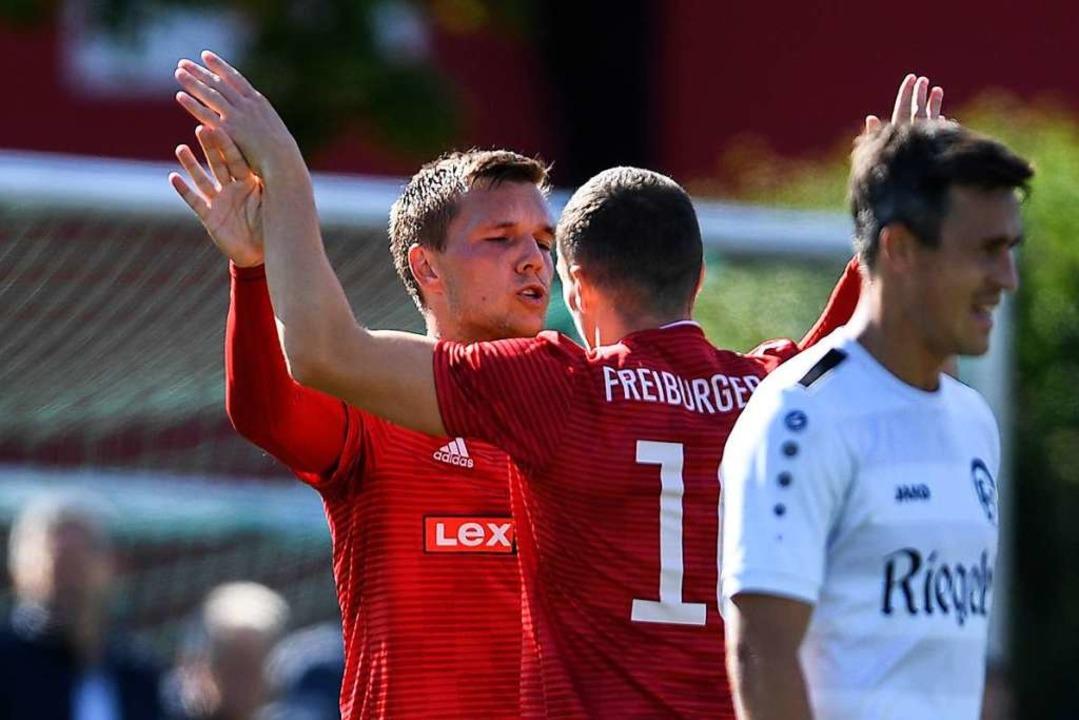 Mike Enderle (links) und Artur Fellanx...erten FC Teningen (Thorsten Sillmann).  | Foto: Patrick Seeger