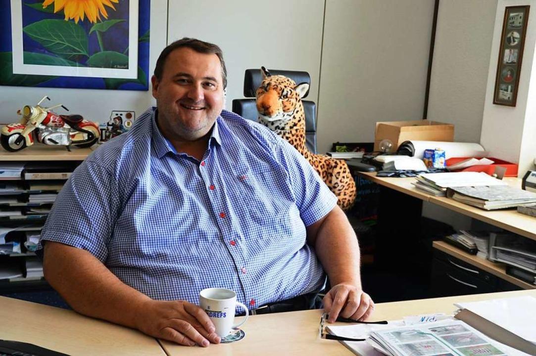 Geschäftsführer Harald Drefs organisie...ubiläumsfest für sein Mitarbeiterteam.  | Foto: Edgar Steinfelder