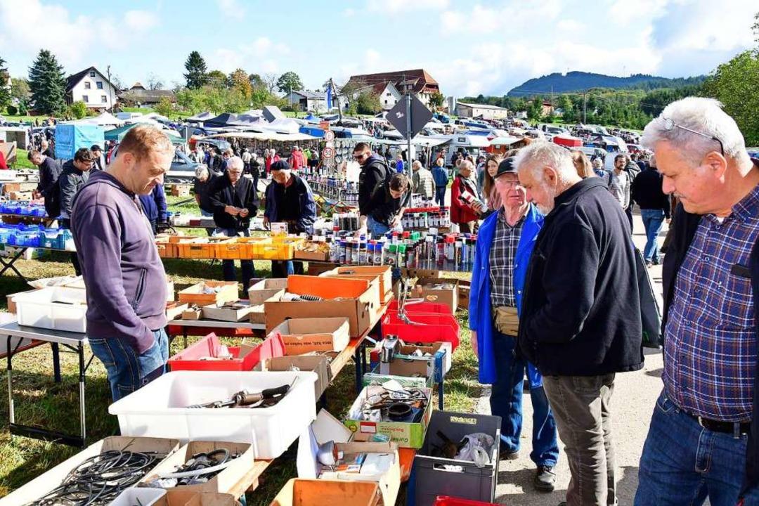 Der Teilemarkt war bei strahlendem Wetter ein Besuchermagnet.  | Foto: Dieter Erggelet