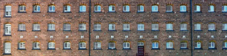 In der JVA Freiburg bekommen 70 opiats...nem baden-württembergischen Gefängnis.  | Foto: Ingo Schneider