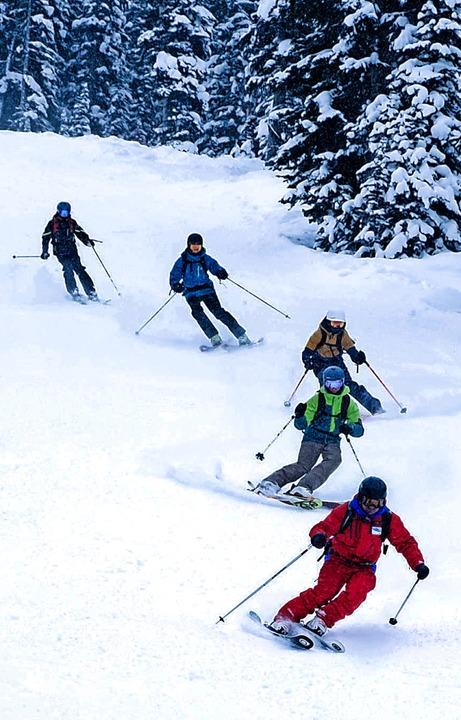 Für begeisterte Skifahrer ein attraktiver Saisonjob: Skilehrer  | Foto: Sunshine Village Skiresort (dpa)