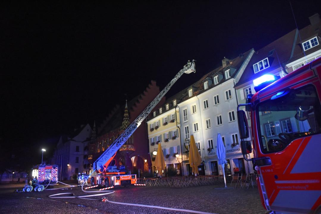 Die Feuerwehr ist im Einsatz.  | Foto: Rita Eggstein