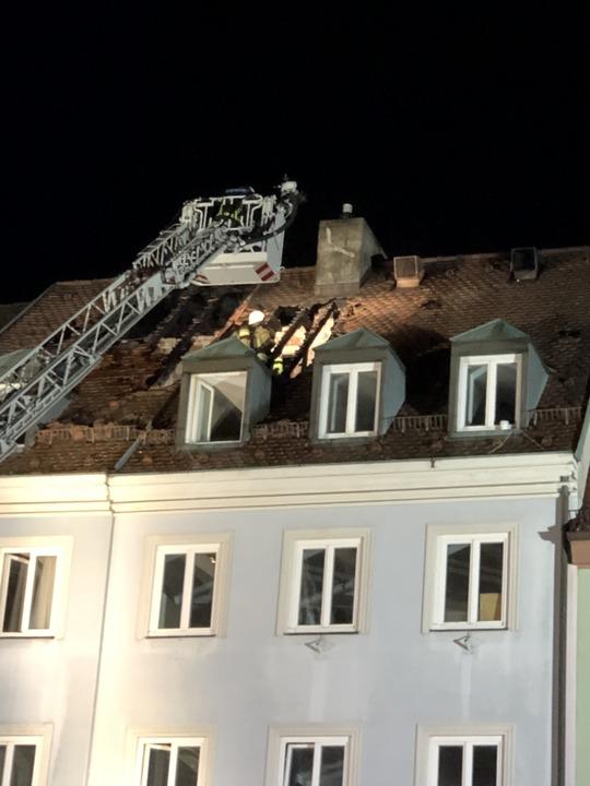 Das Feuer ist im Dachspitz des Ganter-Brauereiausschanks ausgebrochen.  | Foto: Joachim Röderer