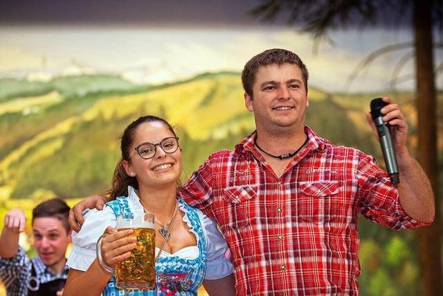 In der Lenzkircher Festhalle wurde in Dirndl und Lederhose Oktoberfest gefeiert