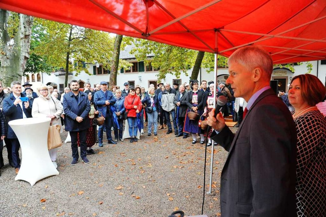 Staufen Bürgermeister Michael Benitz bei seiner Ansprache  | Foto: Hans-Peter Müller